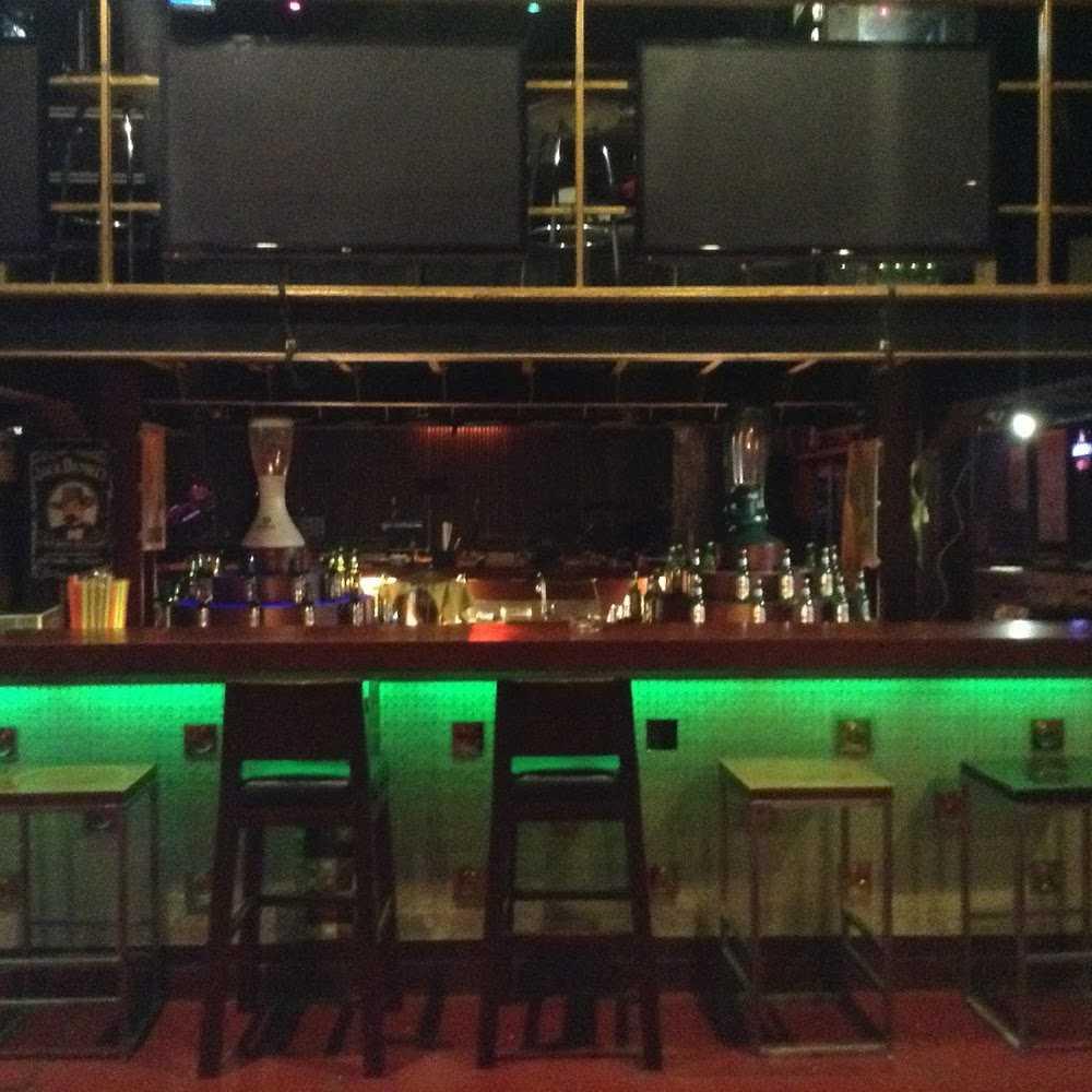 Kuliner Albero Music Bar and Lounge