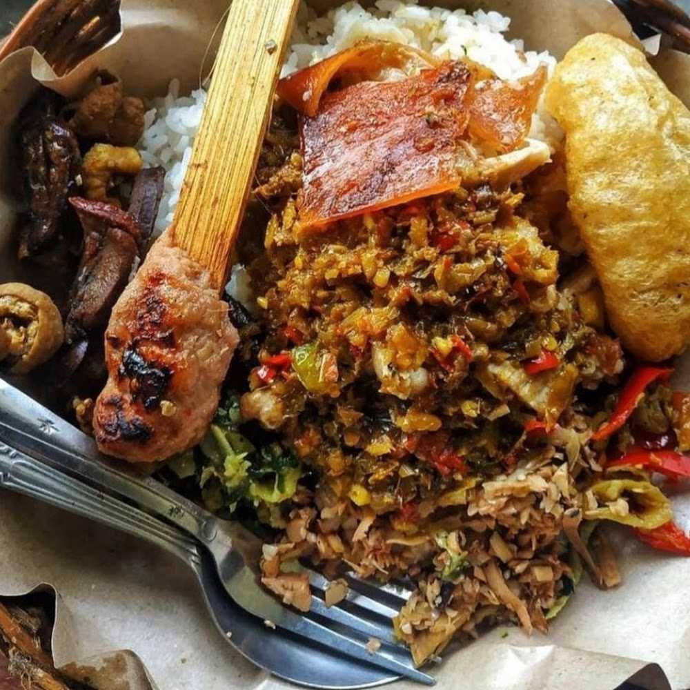 Kuliner Warung Babi Guling Nyoman Samprig