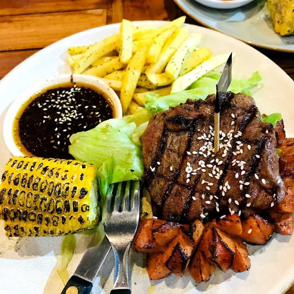 Kuliner Black Castle Restaurant & Boulangerie