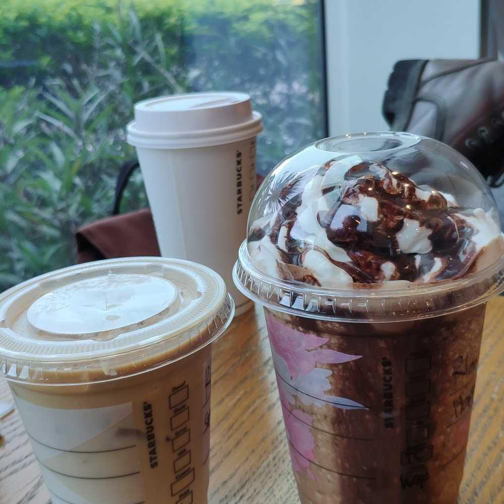 Kuliner Starbucks Coffee Cipayung